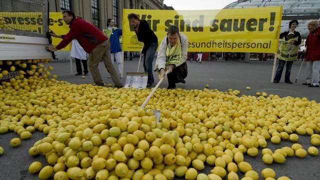 Nicht nur die Zitronen auf dem Berner Bahnhofplatz sind sauer, sondern auch das Gesundheitspersonal