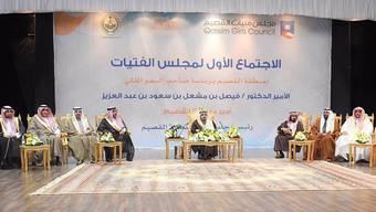Das viel kritisierte Twitter-Bild: Bei der Gründung des Frauenrats der Provinz Qassim waren ausschliesslich männliche Delegierte auf der Bühne.