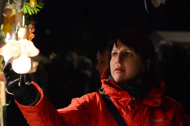 Schauen und Staunen am Stand von Doris Vogel aus Teufenthal