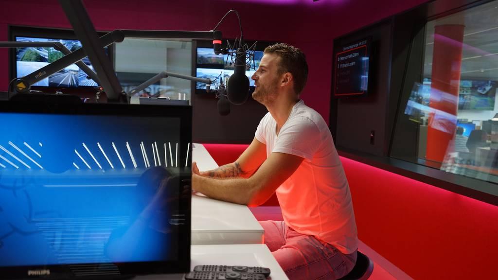 Bachelor: Janosch Nietlispach im Studio