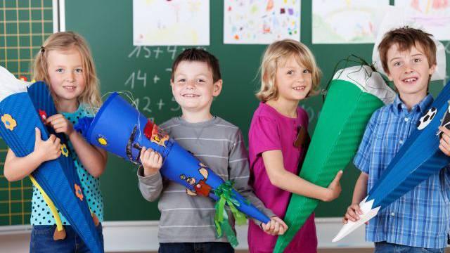 Typisch deutsch: Am ersten Schultag kriegt jedes Kind eine Schultüte mit Stiften, Schulheften – und Süssigkeiten. Foto: HO