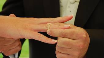 Seit Anfang Jahr behalten Bräutigam und Braut ihre Ledignamen (Archiv)
