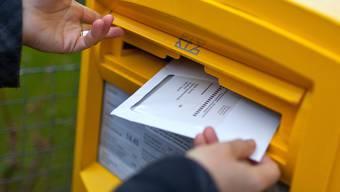 Briefliche Stimmabgabe per Briefpost: Abstimmungsunterlagen liegen bis 12. Juni in den Briefkästen. (Symbolbild)