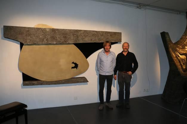 Waren am jüngsten Kunstwerk von Erwin Rehmann mitbeteiligt: Daniel Waldner (l.), Bildhauer, und Felix Klingele, Raumausstatter. dka