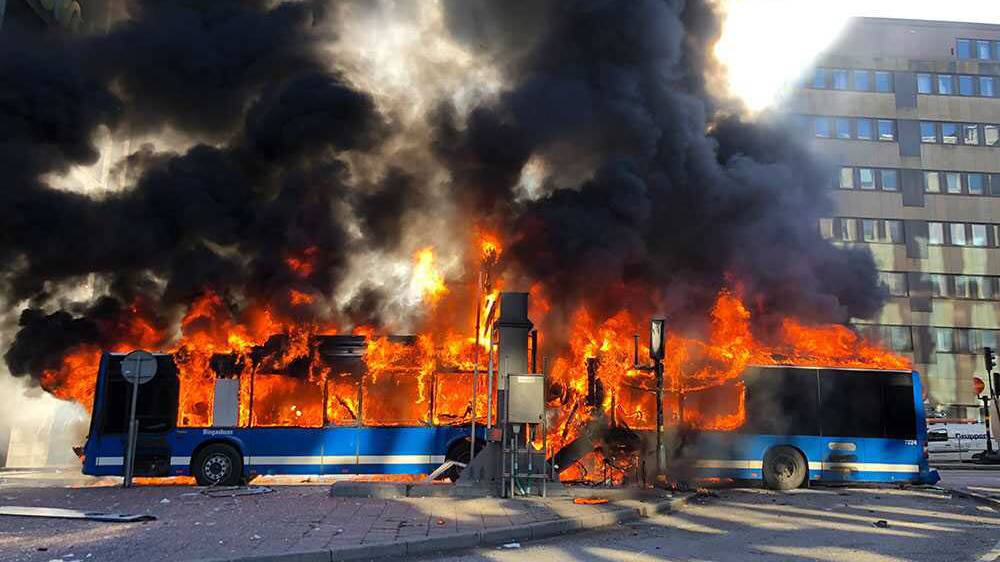 Bus im Zentrum von Stockholm explodiert