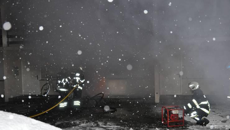 In einem Mehrfamilienhaus brannte es in einer Wohnung.