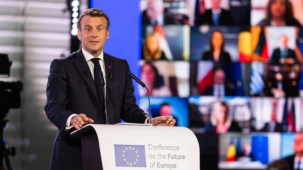 Emmanuel Macron (En Marche), Staatspräsident von Frankreich, spricht während der Eröffnungsveranstaltung der Konferenz zur Zukunft Europas im Gebäude des Europäischen Parlaments. Foto: Philipp von Ditfurth/dpa