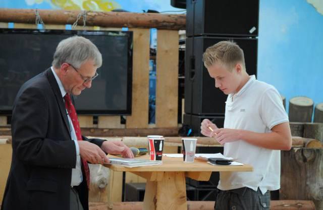 Kurt Fluri und Dennis Drews bereiten sich auf das Gespräch vor