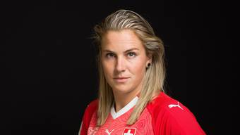 Ana-Maria Crnogorcevic, Spielerin der Fussball National Mannschaft, portraitiert in Kloten am 8. Juni 2018..(KEYSTONE/Gaetan Bally) (KEYSTONE/GAETAN BALLY)