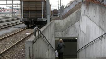 Die im Bahnhof Wohlen abgestellten Güterwagen verärgern die Anwohner im Farnbühlquartier.  BA