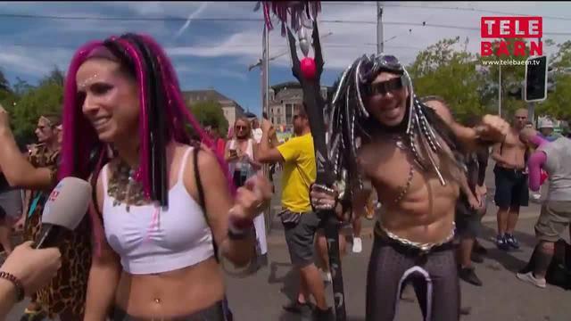 Ausgefallene Kostüme an der Street Parade 2018