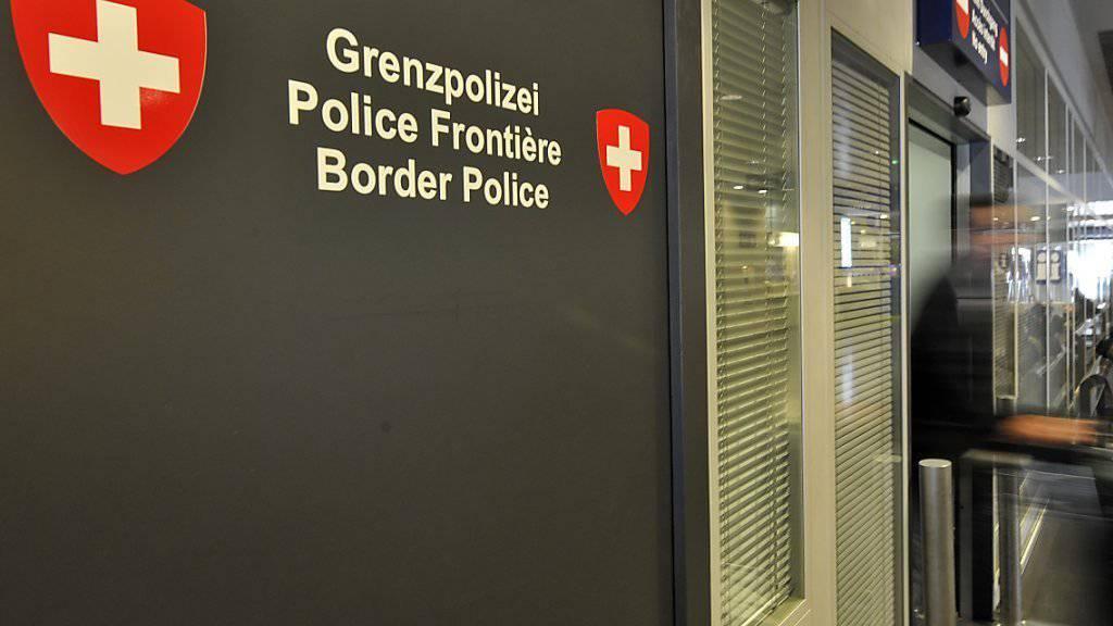 Auch die Schweizer Flughäfen, wie hier der EuroAirport Basel Mulhouse, werden zu Schengen-Aussengrenzen und werden die Kontrollen verschärfen.