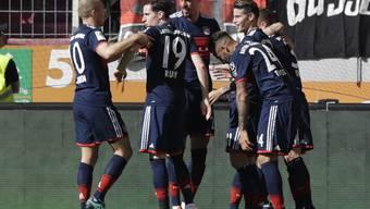 Bayern München baute seinen Rekord aus und holte sich in Augsburg seinen 28. Meistertitel