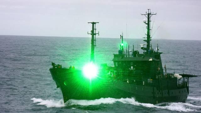 Sea Shepherd feuert ein Lichtstrahl auf ein japanisches Walfangboot (Archiv)