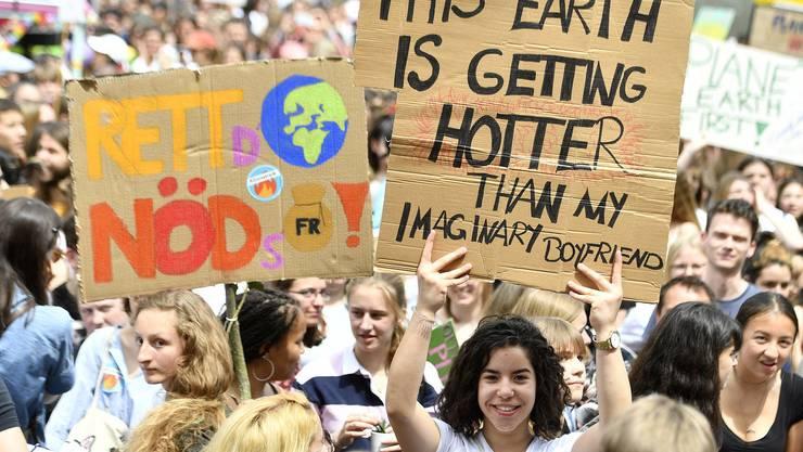 In der heissen Phase des Wahlkampfs gehen die Klimastreiker mit einer Klimazeitung in die Offensive.