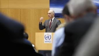 Bundesrat Alain Berset warnt in Genf vor den Gefahren der Klimaerwärmung für das Hochgebirge. Bis Donnerstag beraten 150 Fachleute, wie die Folgen des Klimawandels für diese Regionen minimiert werden können.