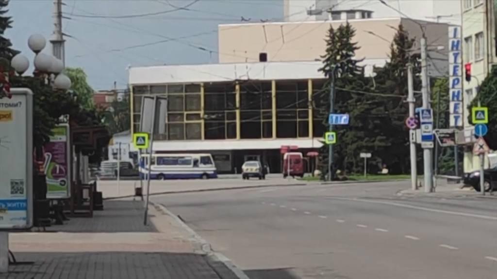 Ukraine: Schwerbewaffneter bringt Bus mit 20 Passagieren in seine Gewalt
