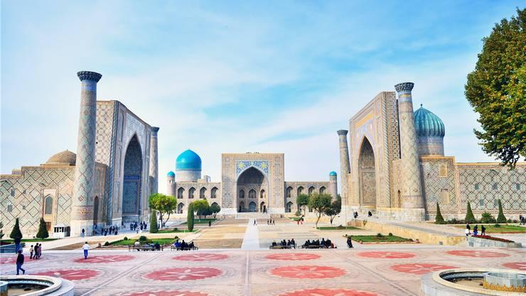 Der Hauptplatz der Stadt Samarkand wirkt wie die Kulisse eines orientalischen Märchenfilms. Doch hier studierten im späten Mittelalter die Sprösslinge reicher Eltern.