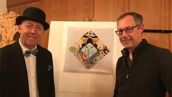 Markus Schär (links) zusammen mit Jean Marmier, der die Plakette bereits zum siebten Mal gestaltet hat.