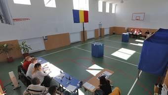 Leere Abstimmungslokale. Nur ein Fünftel der Rumänen stimmte über eine Verschärfung des Verbots der Homo-Ehe ab. Nötig gewesen wäre ein Drittel der Wahlberechtigten.