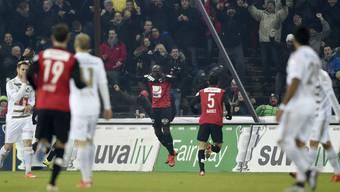 Erinnerungen an das Viertelfinal-Duell im Cup 2015/16: Igor Nganga (M.) bejubelt seinen Treffer zum zwischenzeitlichen 1:0 für Aarau, am Ende gewann Luzern 4:3.