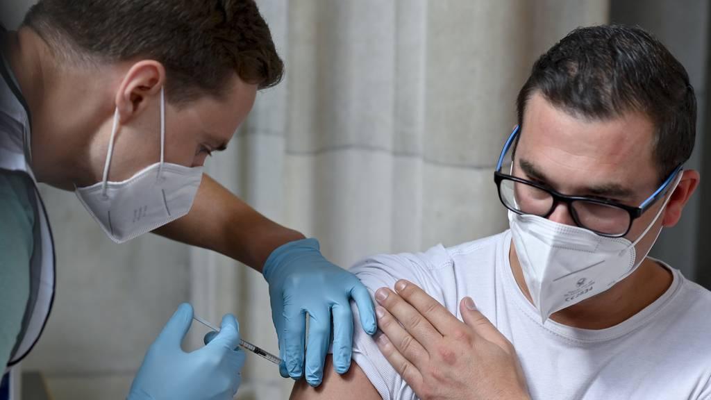 «Personal macht Überstunden» – Impfnachfrage steigt wieder
