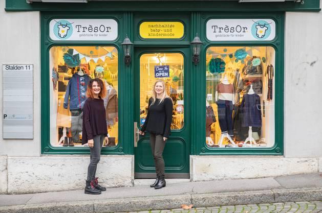 Isabella Staub Jaeggi (l.) und Marie-Laure Fröhlicher vor ihrem Laden.