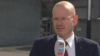 Gegenüber Tele M1 erläutert Opferanwalt Markus Leimbacher sein Plädoyer vom Vormittag, bei dem er unter anderem Fotos der glücklichen Familie Schauer gezeigt hat. Die hinterbliebene Familie beschreibt er als zutiefst erschüttert.