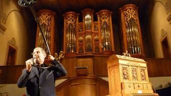 Franz Schüssele begeistert mit Klangeffekten auf einer römische Kriegsposaune, der Lure.