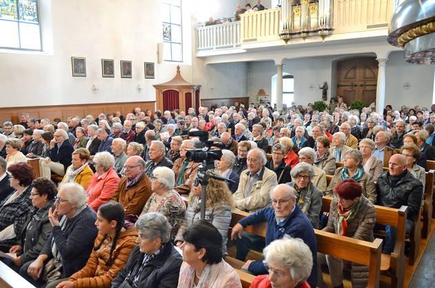 Konzertbesucher in der kath. Stadtkirche Mellingen (Foto: Reussbote)