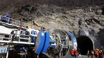 Noch dauert es ein knappes Jahr, bis am Belchen eine ähnliche Tunnelbohrmaschine wie hier 2008 beim Voreinschnitt am Ceneri-Basistunnel in Betrieb gesetzt wird.
