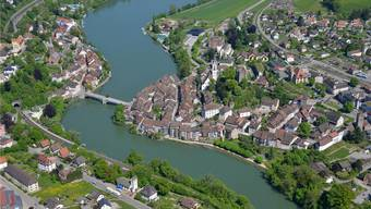 Die «Laufenburger Acht», ein Rundweg in der Form einer «8›, führt beidseits des Rheins dem Ufer entlang und quert den Rhein dreimal.