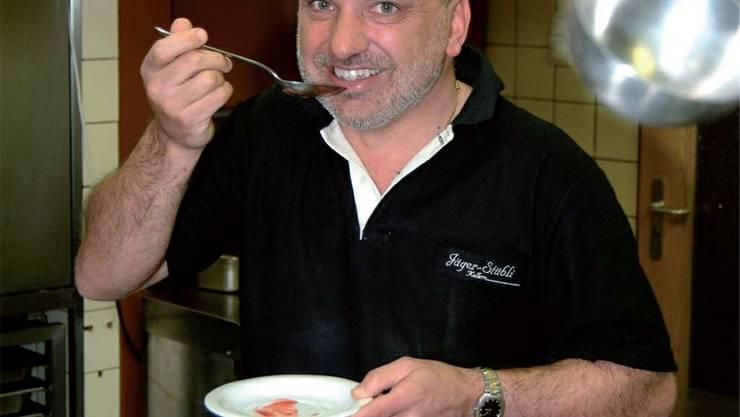 Jäger-Stübli-Gastgeber Mario Graber in seiner Küche.