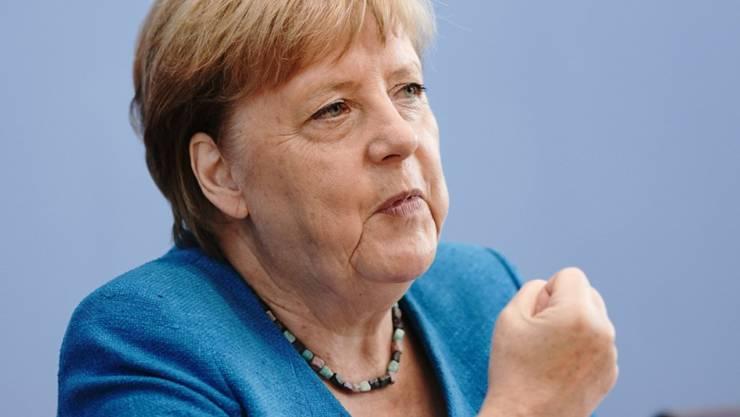 Die deutsche Bundeskanzlerin Angela Merkel am Freitag während ihrer traditionellen Sommer-Pressekonferenz. Foto: Michael Kappeler/dpa-Pool/dpa