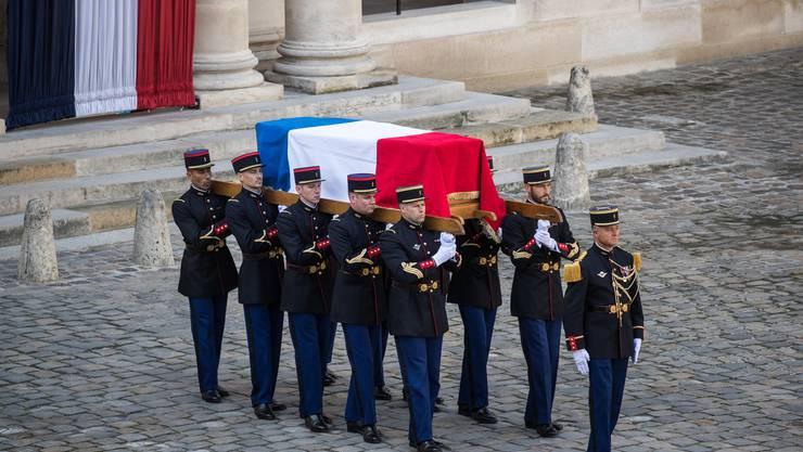 Frankreich hat mit einer eindrucksvollen Trauerfeier von seinem ehemaligen Präsidenten Jacques Chirac Abschied genommen.