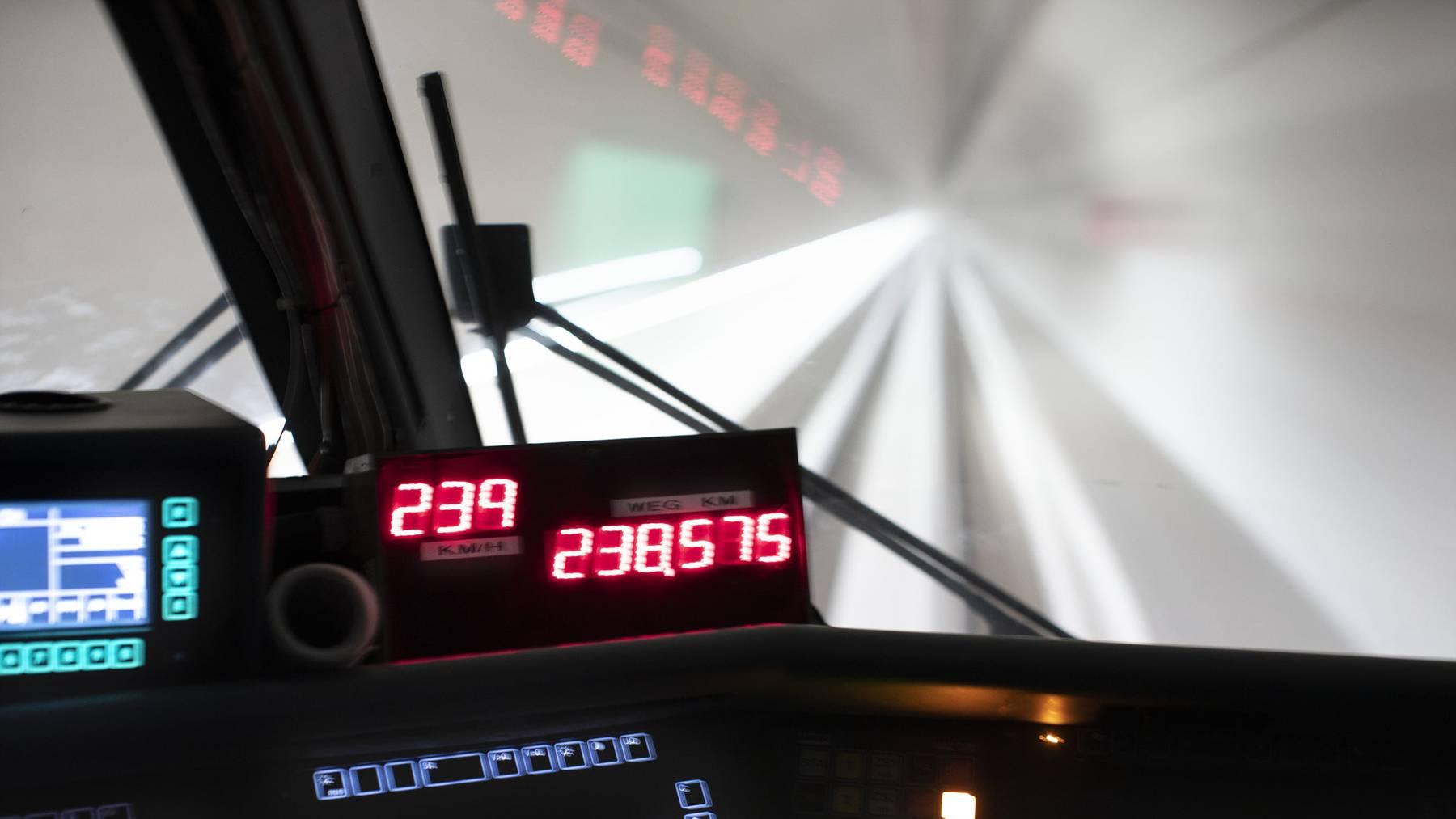 Im Ceneri-Basistunnel haben im Mai erste Tests stattgefunden. Wann er für den Personenverkehr vollständig freigegeben wird, scheint derzeit offen.