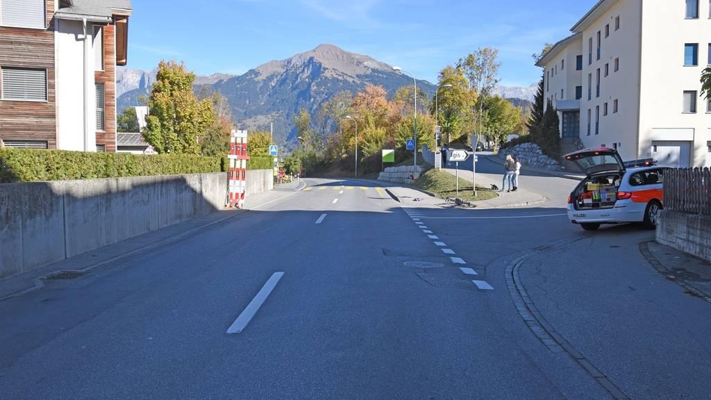 Nach dem Unfall auf der Deutschen Strasse in Zizers ist der Velofahrer ums Leben gekommen.