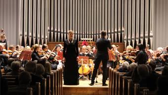 Sopranistin Stefanie Ernie (links, stehend) betörte das Publikum mit ihrer Stimme.