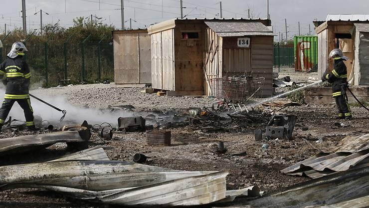 Im Lager in Grande-Synthe bei Dünkirchen brannten in der Nacht die meisten der 300 Flüchtlingsunterkünfte nieder.