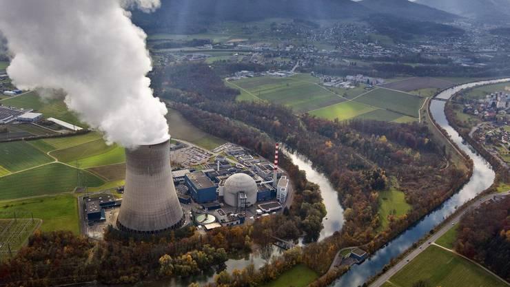 Die Umweltschützer geben nicht auf: Trotz gescheiterter Atomausstiegsinitiativen wollen sie den Bundesrat zum schnellen AKW-Stopp bewegen. Eine neue Studie liefert ihnen Argumente. Im Bild: AKW Gösgen.