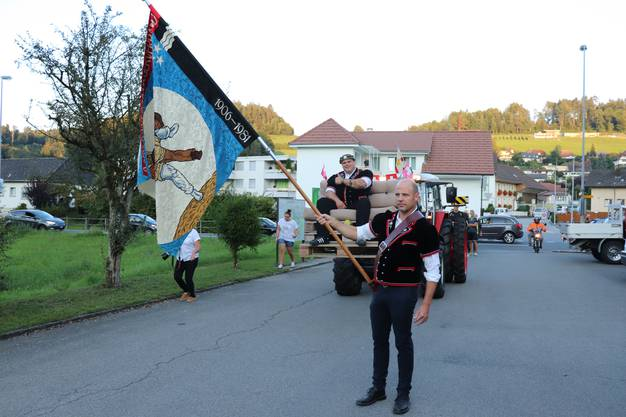 Patrick Räbmatter wird in seinem Heimatdorf Uerkheim nach dem Eidgenössischen Kranz empfangen.