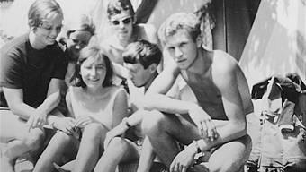 1968, Pontresina: Die Holländer Peter (rechts), Rob (Mitte) und Jan (hinten) mit den zwei Gränicher Mädchen. Auf dem Foto ist das Gepäck der Mädels zu erkennen. An die Person ganz links kann sich Rob nicht erinnern. zvg