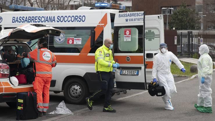 Italien verzeichnet am 27. März fast 1000 Todesfälle innert 24 Stunden; ein trauriger Rekord.