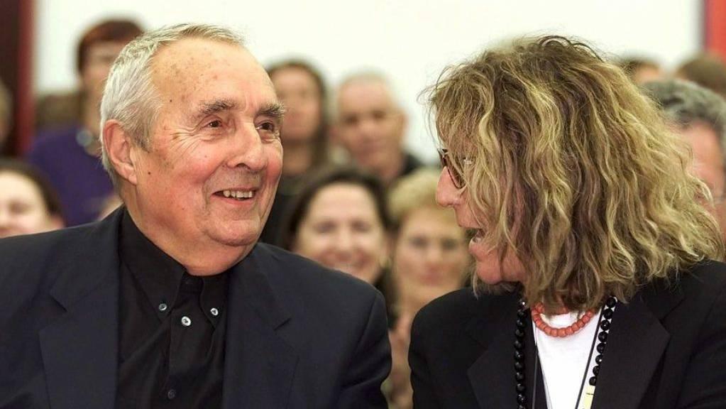 Sybil Albers-Barrier (rechts), hier 2001 im Liechtensteiner Kunstmuseum zusammen mit ihrem Lebenspartner Gottfried Honegger, ist am 2. September 2019 im Alter von 84 Jahren gestorben. (Archivbild)