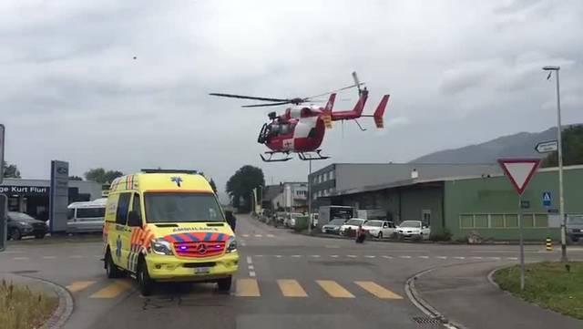 Unfall in Bellach vom 13.August 2018: Die Rega holt einen Verletzten ab
