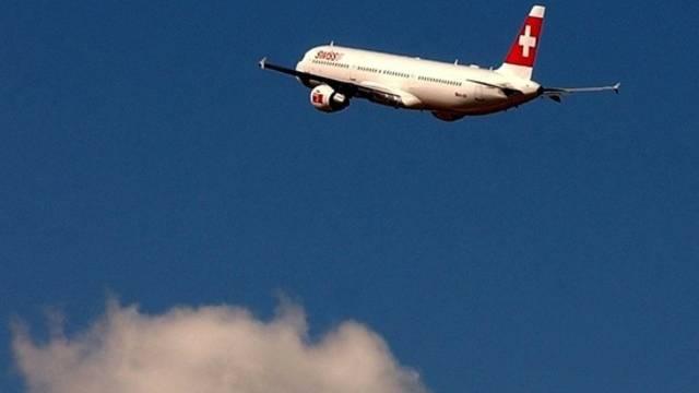 Die Wirtschaftsverbände sind besorgt über den Fluglärmstreit am Flughafen Zürich (Archiv)