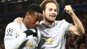 Manchester Uniteds Anthony Martial freut sich mit Teamkollege Daley Blind über den Treffer zum 2:0 auswärts bei ZSKA Moskau