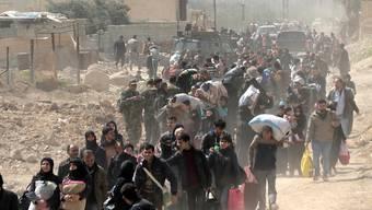 Der Migrationspakt soll die globale Migration in geordnete Bahnen lenken. Der Bundesrat will zuwarten, bevor er dem Pakt zustimmt. (Symbolbild)