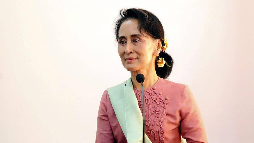 Friedensnobelpreisträgerin Aung San Suu Kyi übernimmt in Myanmars neuer Regierung den Posten der Staatsberaterin, zudem wird sie Aussenministerin des Landes.