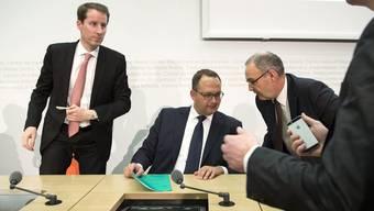 Thomas Aeschi, Norman Gobbi und Guy Parmelin, die drei Bundesratskandidaten der SVP, bei der Medienkonferenz gestern in Bern.